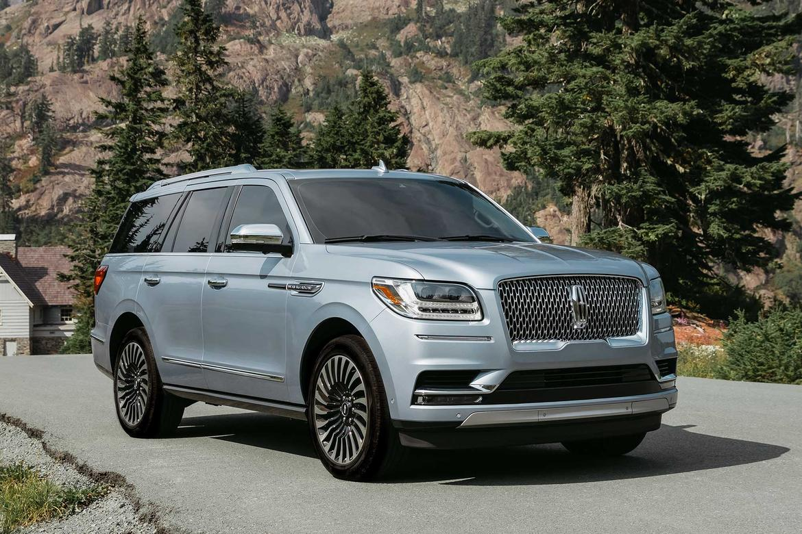 01-<a href=https://autousedengines.com/used-lincoln-engines>lincoln</a>-navigator-2018-angle--exterior--front--mountains--sil