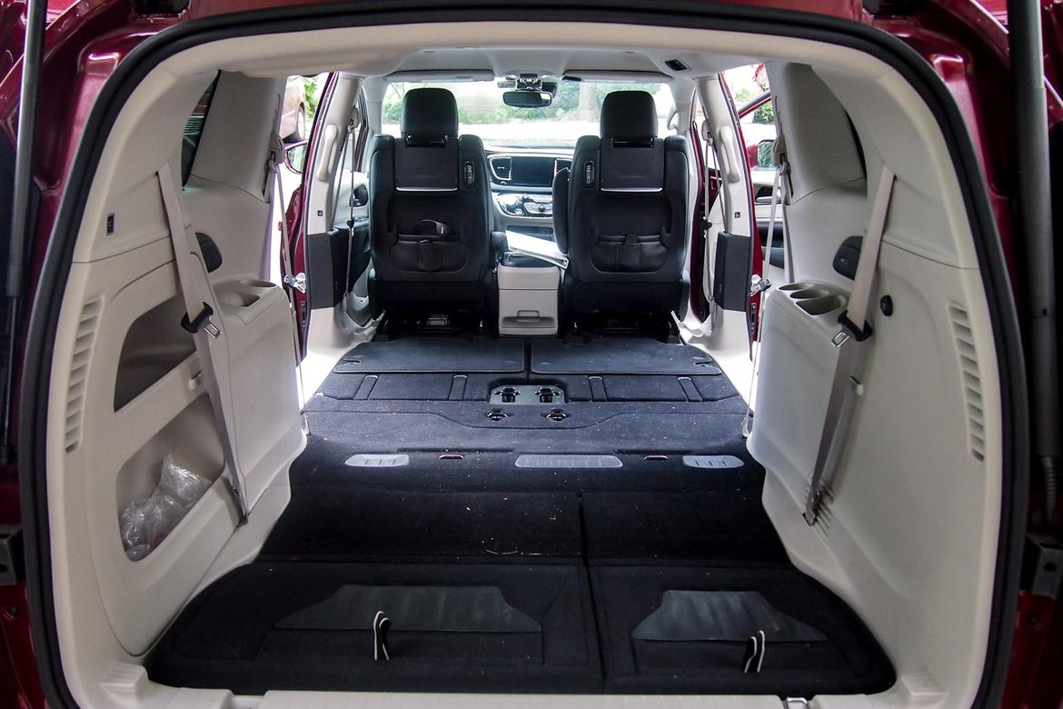 chrysler pacifica vs honda odyssey a couch hauling. Black Bedroom Furniture Sets. Home Design Ideas
