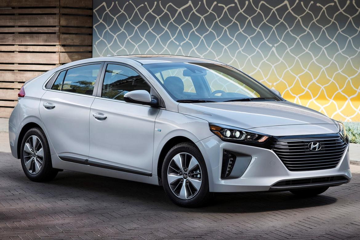 hyundai adds ioniq plug in hybrid with 29 miles of. Black Bedroom Furniture Sets. Home Design Ideas