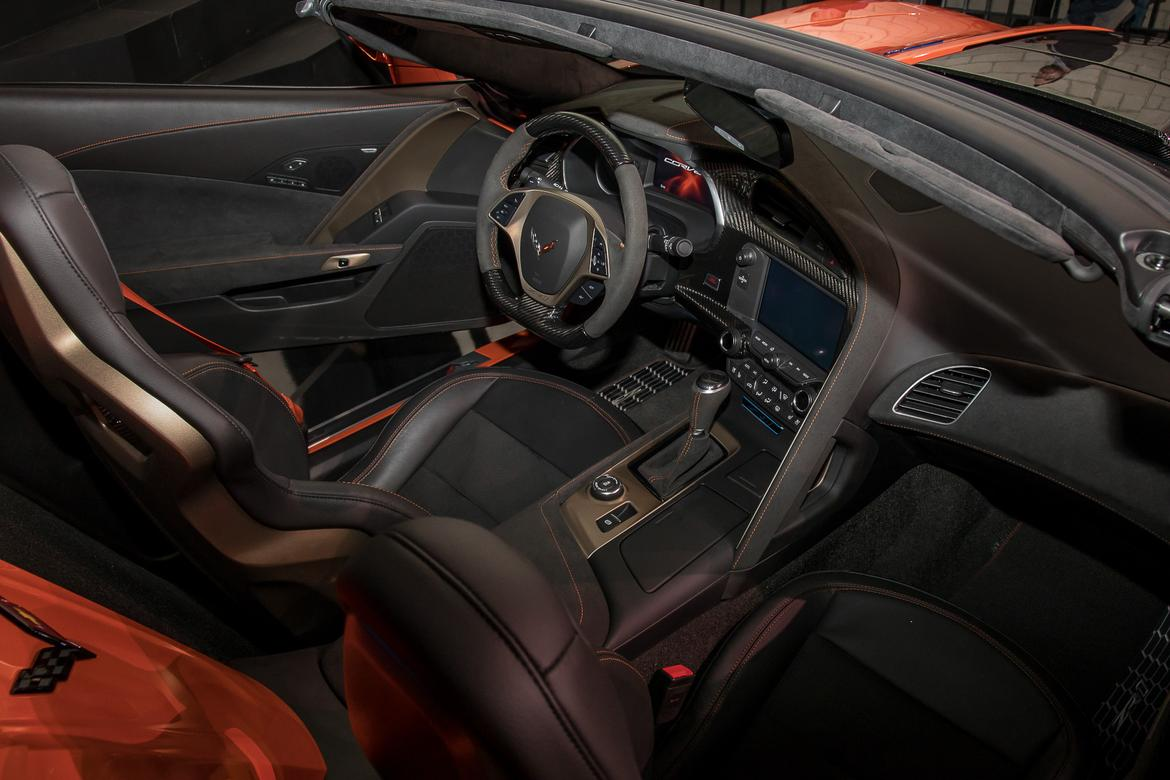 14-chevrolet-corvette-zr1-2019-17LAAS--front-row--interior.jpg