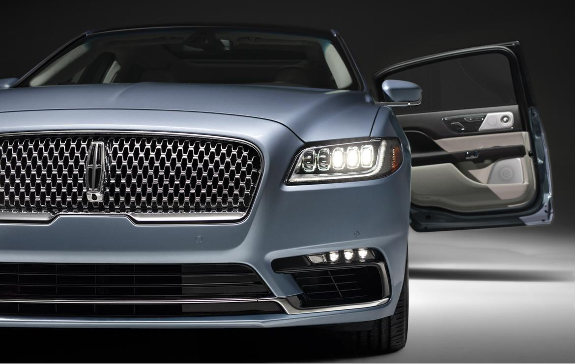 24-lincoln-continental-2019-blue--detail--doors--exterior--front