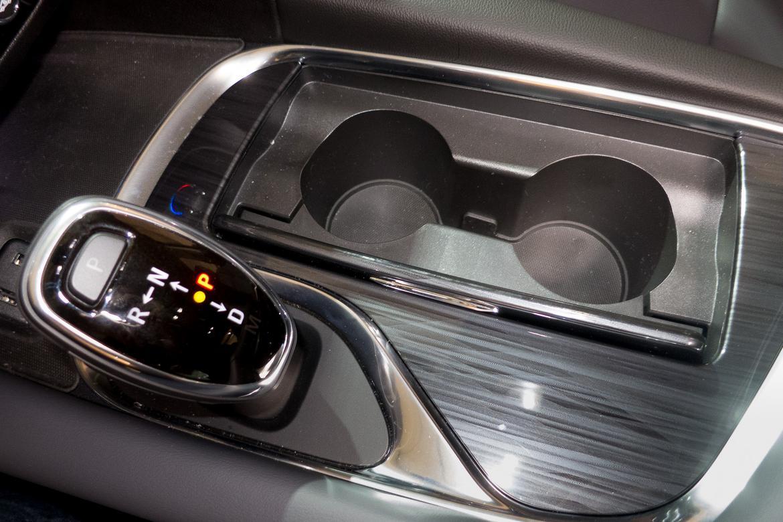 21-2018-buick-enclave-2018-Buick-center console-Enclave-interior