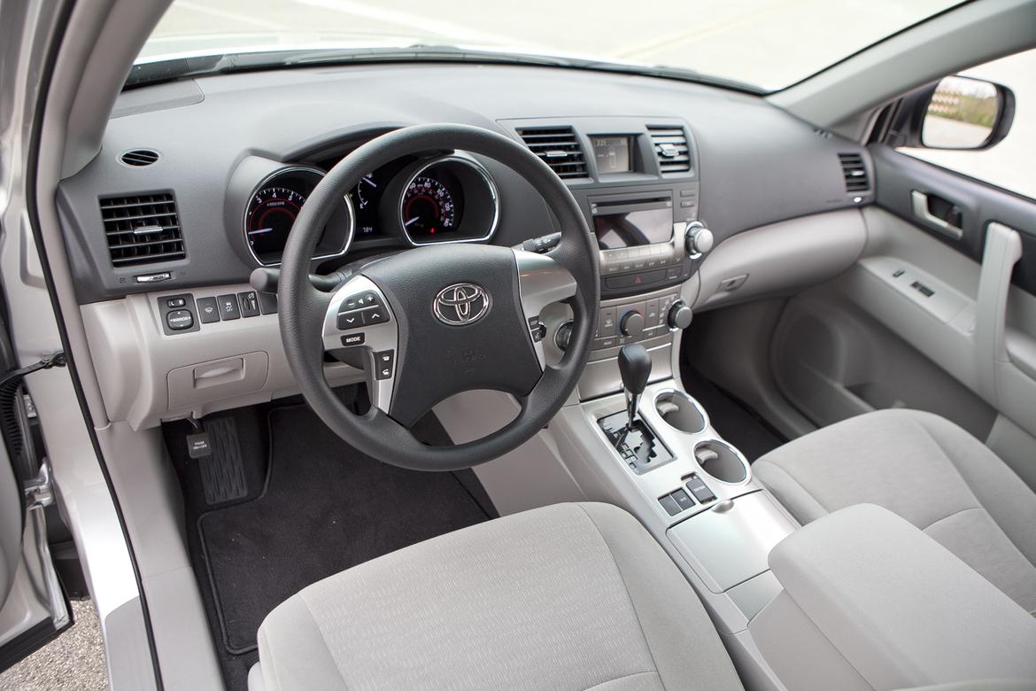 11_<a href=https://www.sharperedgeengines.com/used-toyota-engines>toyota</a>_highlander_steering_wheel.jpg