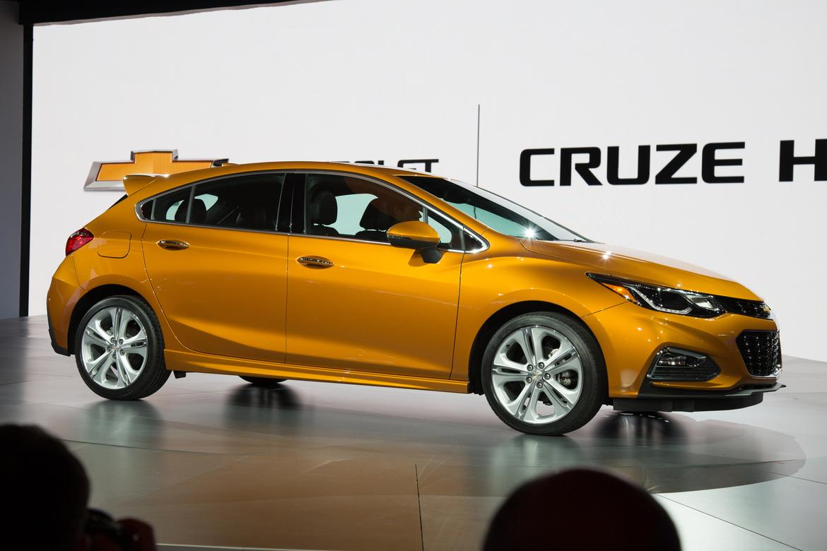 chevrolet announces pricing for 2017 cruze hatchback. Black Bedroom Furniture Sets. Home Design Ideas