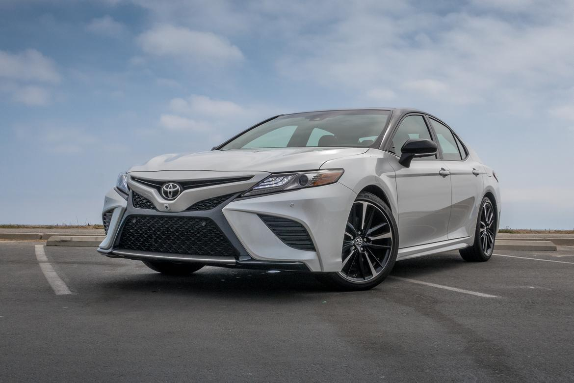 Toyota Camry XSE Vs. Lexus ES: Is the Luxury Nameplate Necessary ...