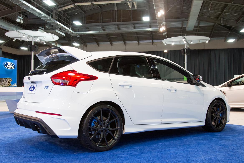 & 2016 Ford Focus RS Photo Gallery | News | Cars.com markmcfarlin.com