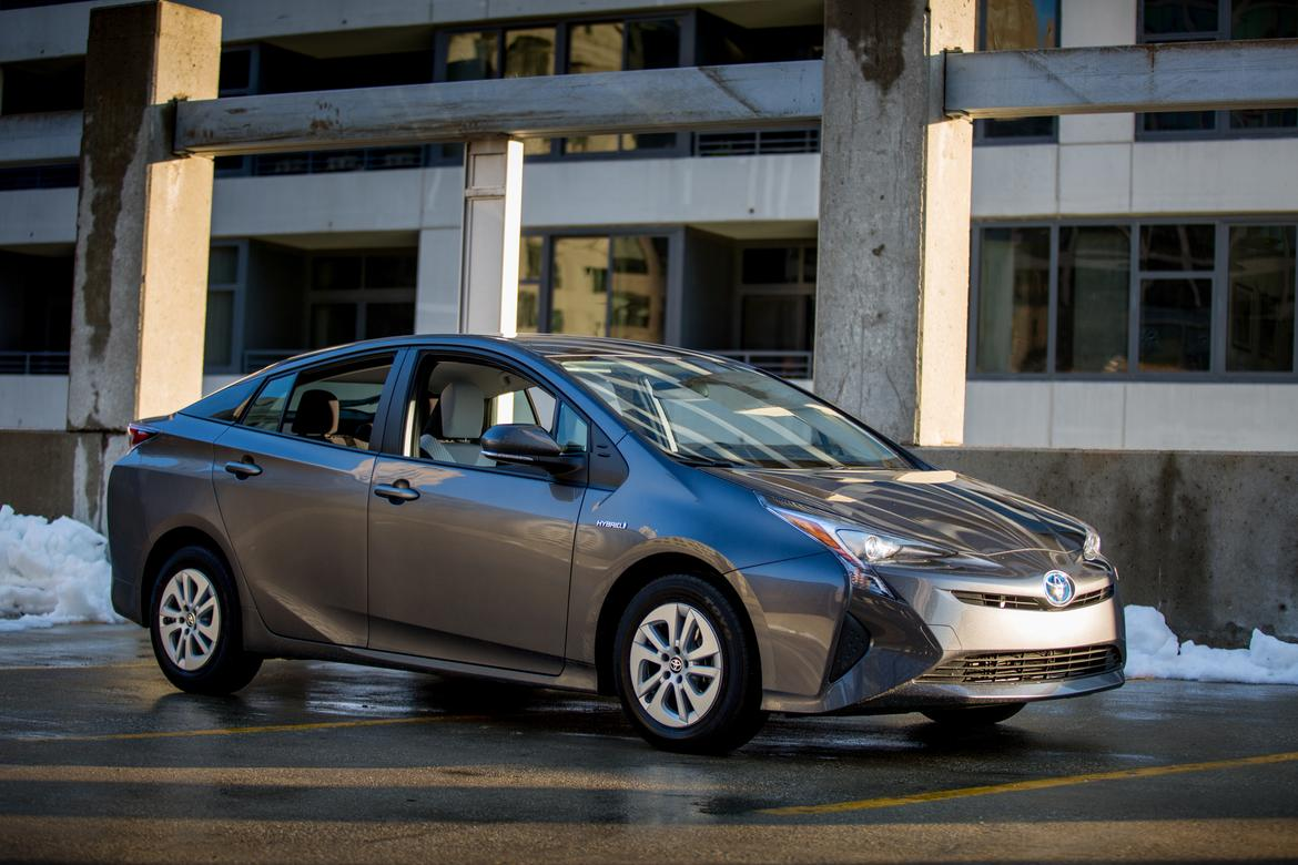 IIHS Names 2016 Toyota Prius a Top Safety Pick Plus | News | Cars.com