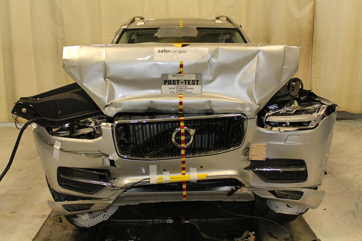 16_Volvo_XC90_Crash_Test.JPG