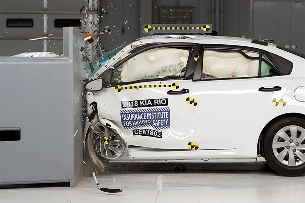 2018 Kia Rio crash test 1.jpg