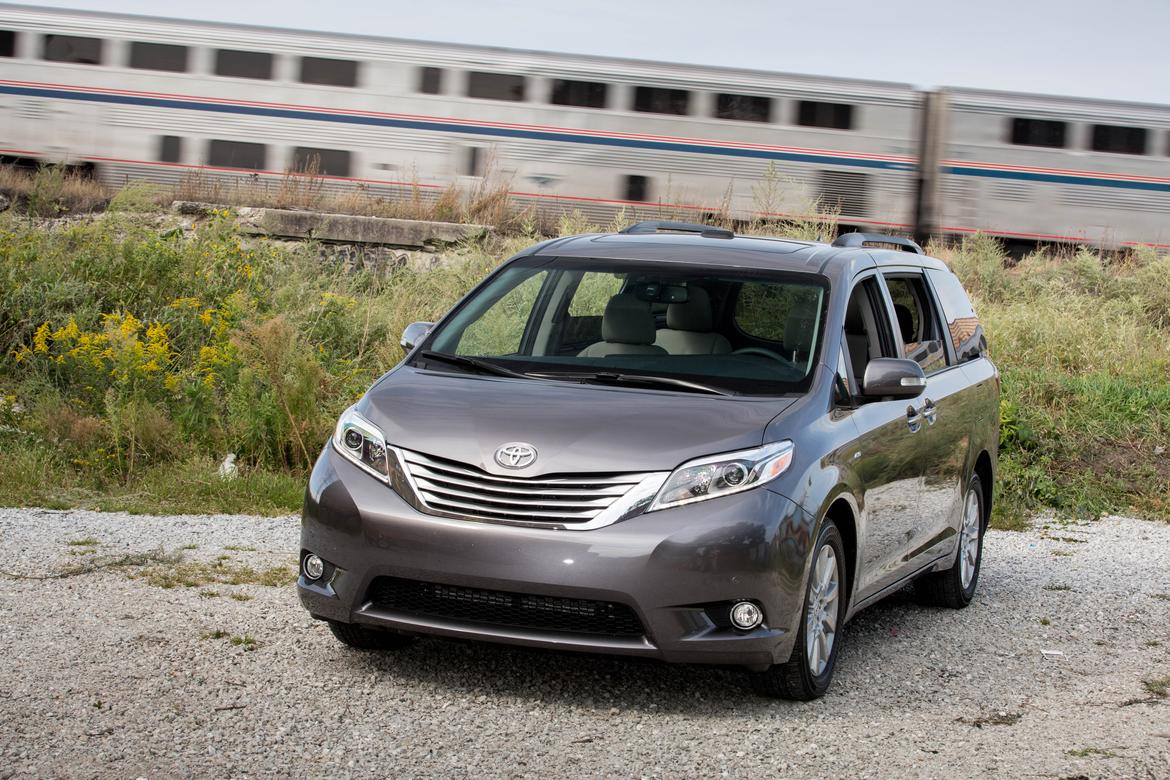 2017 toyota sienna our review. Black Bedroom Furniture Sets. Home Design Ideas