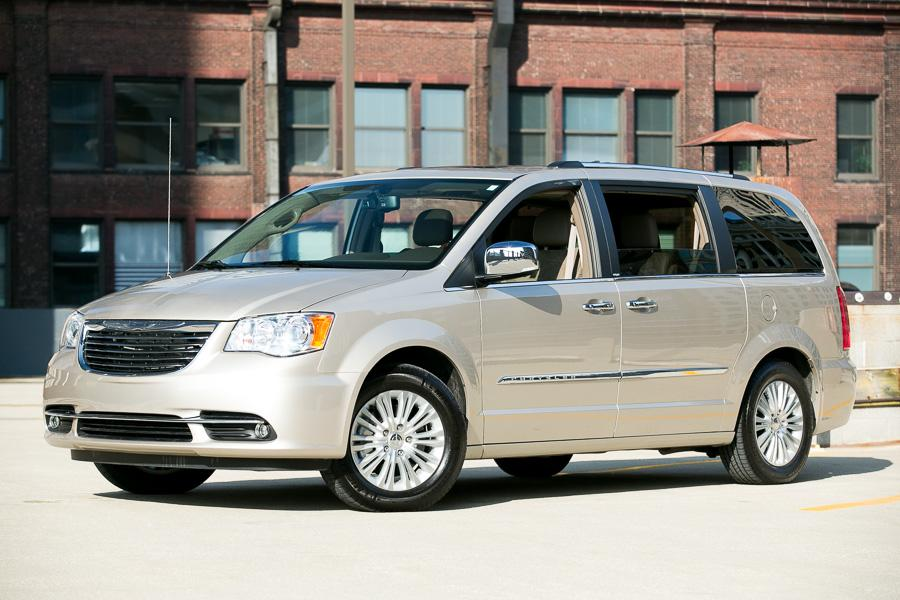 country and reviews is which car town honda minivan better w chrysler vs featured odyssey