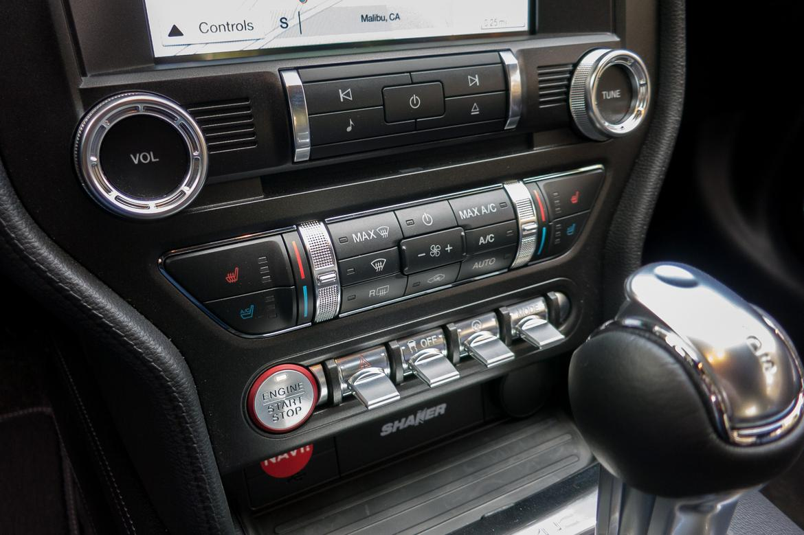 19-<a href=ford.php > <a href=ford.php > Ford </a> </a>-mustang-2018-center stack-interior.jpg