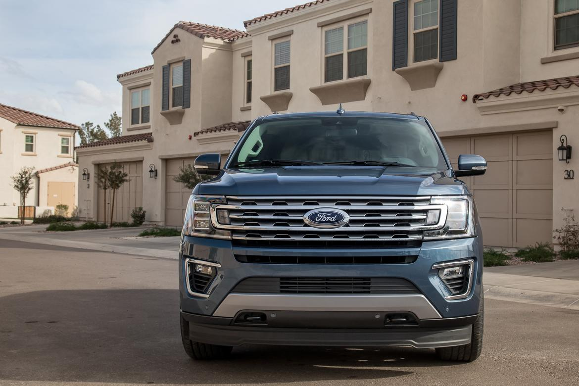 02-ford-expedition-2018-blue--exterior--front.jpg