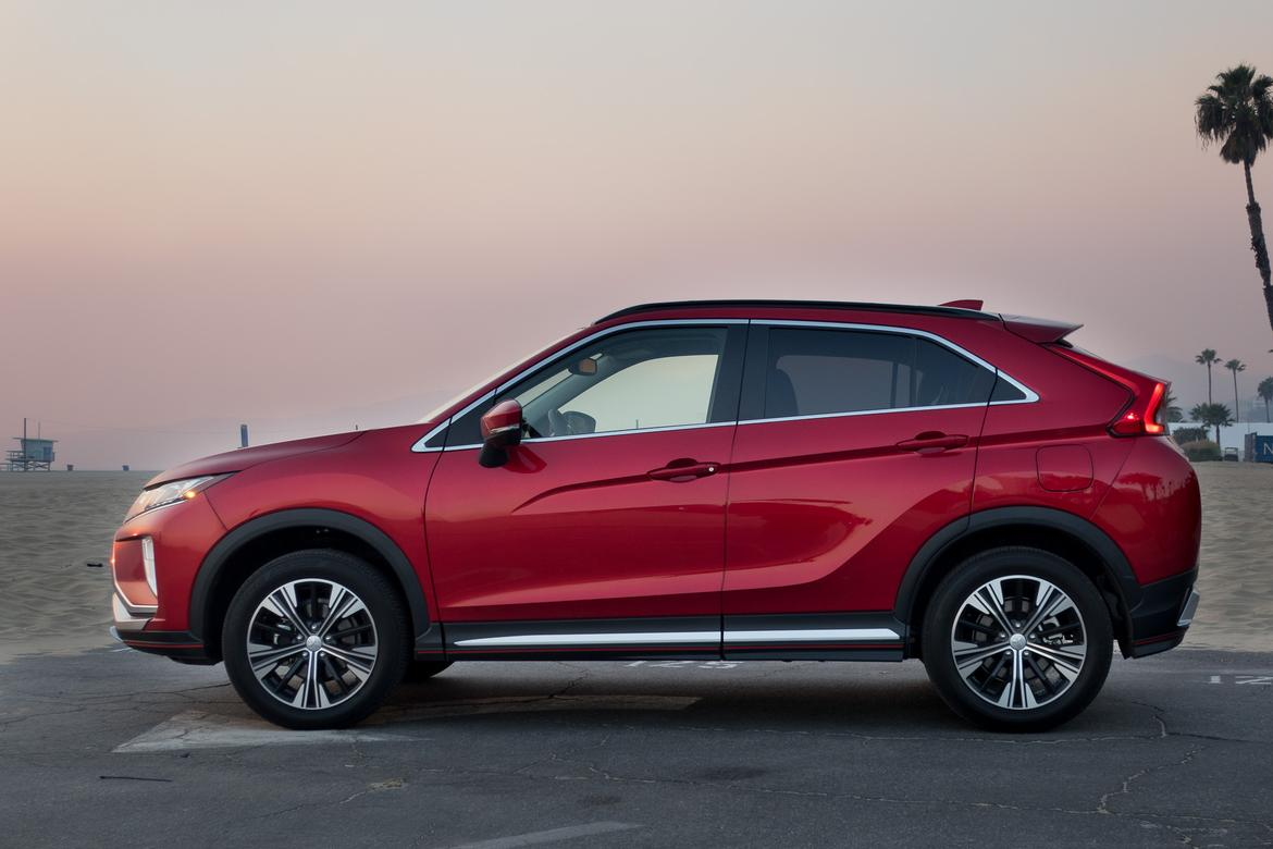 03-mitsubishi-eclipse-cross-2018-beach-exterior-profile-red-suns