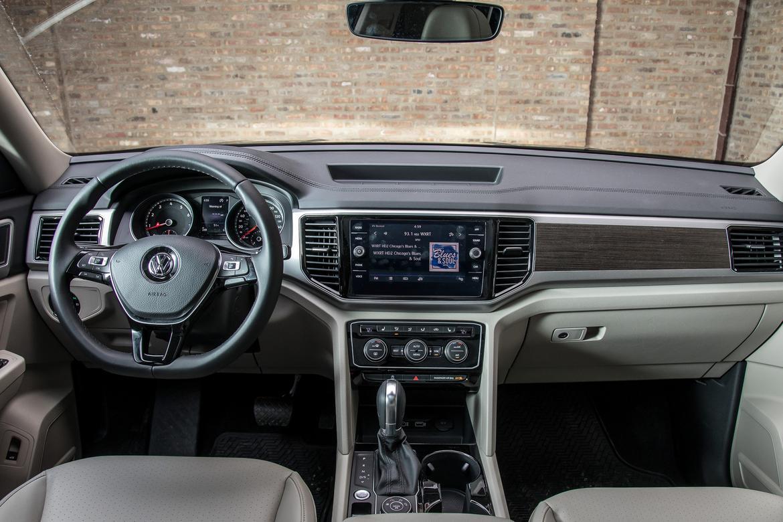 15-<a href=https://www.sharperedgeengines.com/used-volkswagen-engines>volkswagen</a>-atlas-2018-front-row-interior.jpg