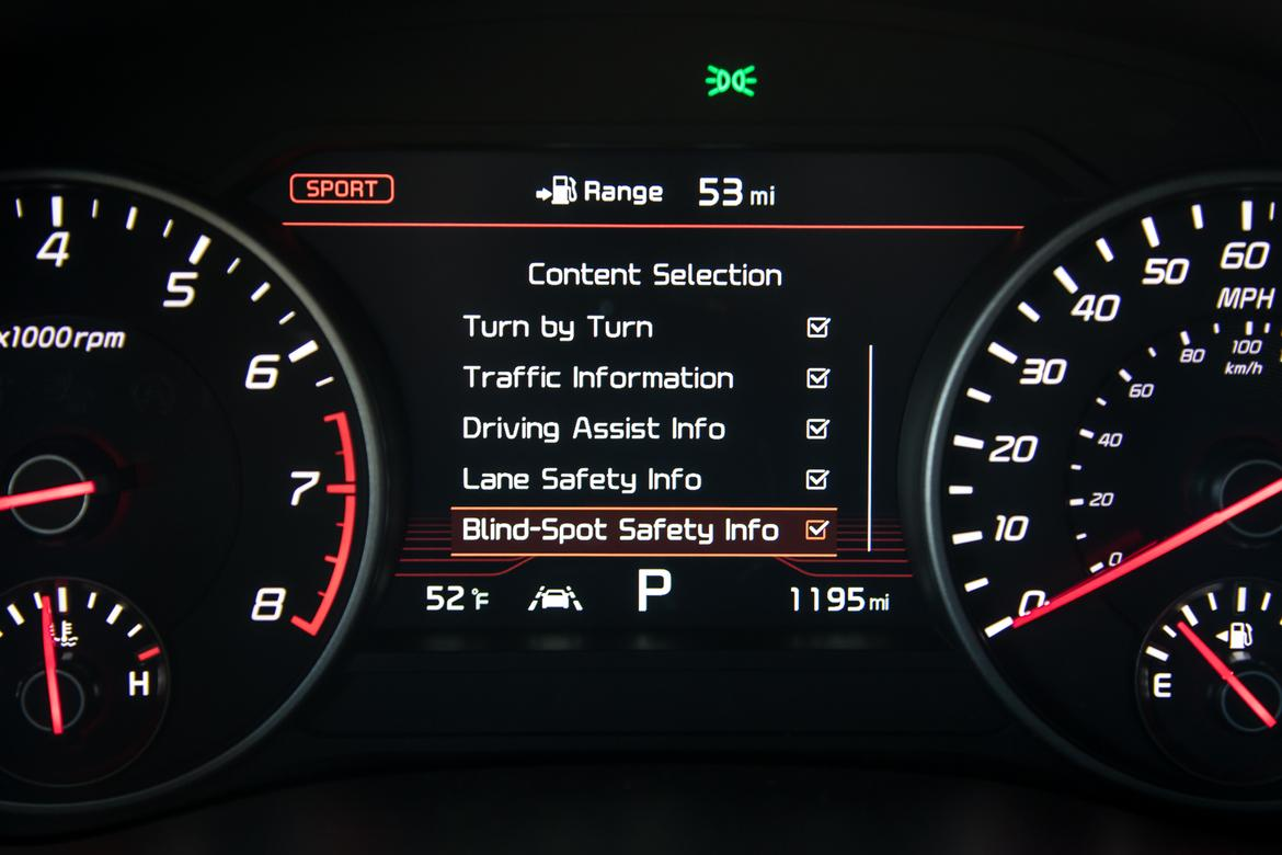 07-kia-stinger-2018-heads up display-instrument panel-interior.j