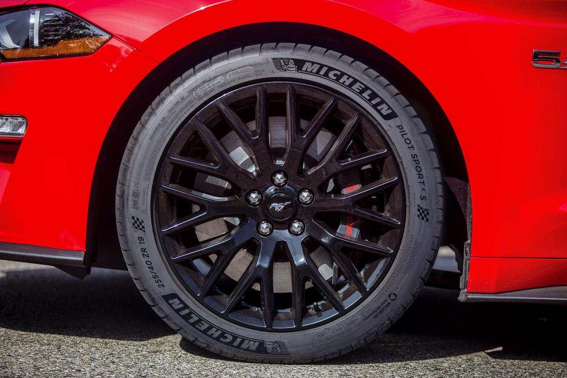 New-Mustang-GT-Michelin-tires.jpg