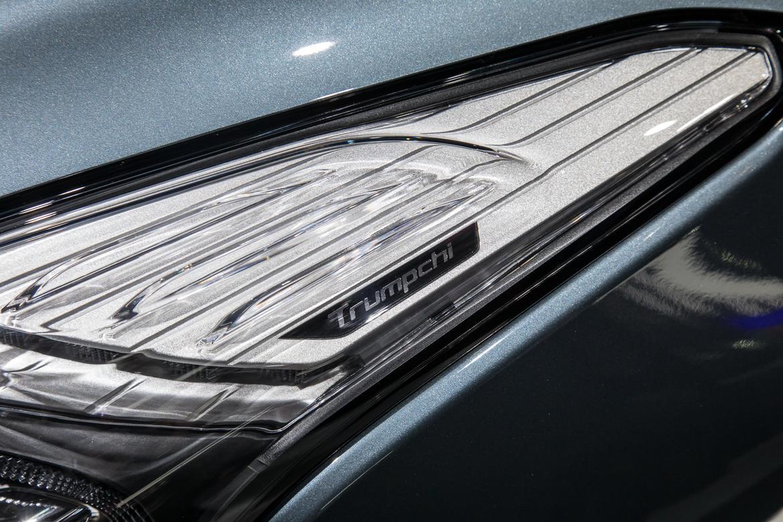02-naias-2018-autoshow-badge-headlights.jpg
