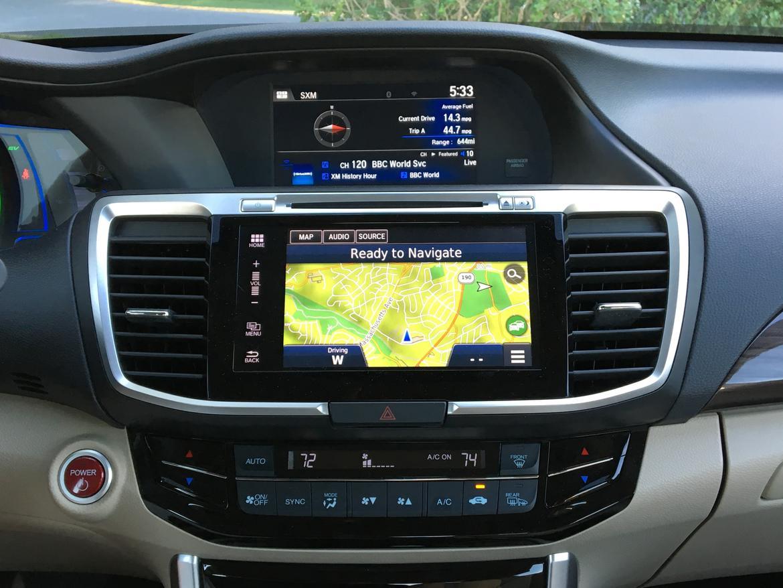 17_Honda_Accord_Hybrid Touring dashboard_FM.jpg