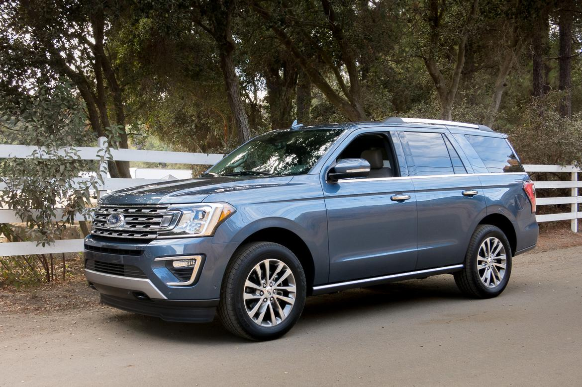 04-ford-expedition-2018-angle-blue-desert-exterior-front-mountai