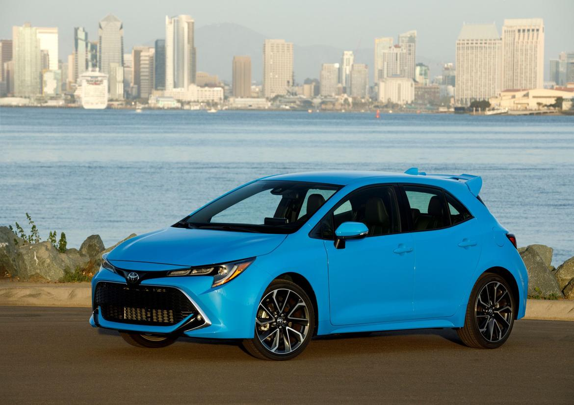 02-<a href=https://www.sharperedgeengines.com/used-toyota-engines>toyota</a>-corolla-hatchback-2019-angle--blue--exterior--front-mf