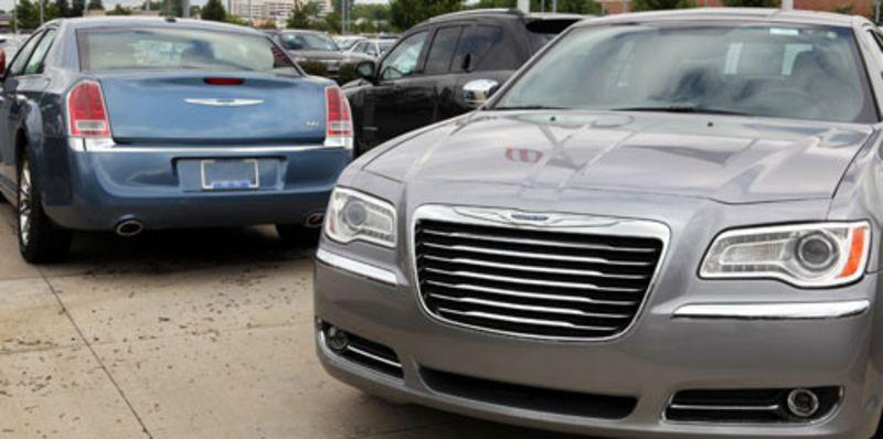 Is the 2013 Chrysler 300 a Real Luxury Car? | News | Cars.com