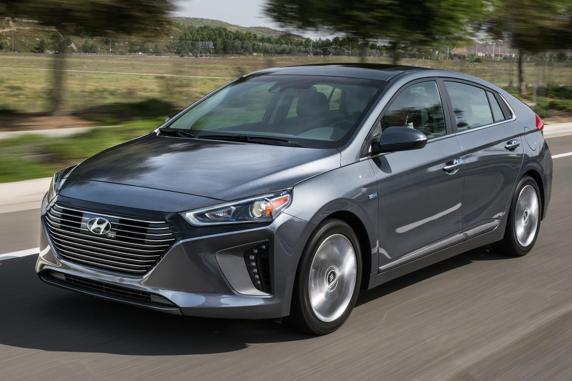 hyundai prices 2017 ioniq hybrid and ev news. Black Bedroom Furniture Sets. Home Design Ideas