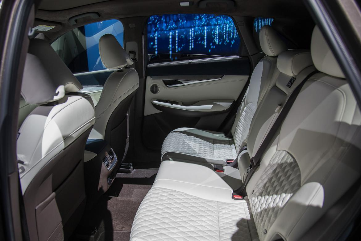 23-<a href=infiniti.php > <a href=infiniti.php > Infiniti </a> </a>-qx50-2019-17LAAS--autoshow--backseat--interior.jpg