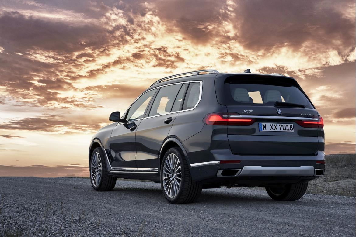 12-bmw-x7-2019-angle--black--exterior--mountains--outdoors--rear