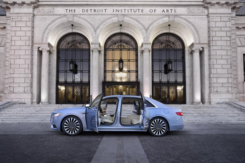 08-lincoln-continental-2019-blue--doors--exterior--profile--urba