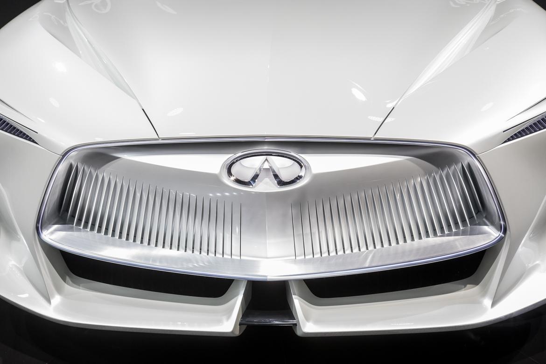 08-infiniti-q-inspiration-concept-autoshow-badge-exterior-grille