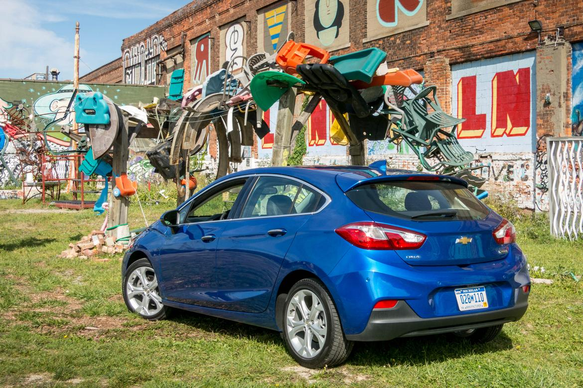 2017 Chevy Cruze Hatchback First Look