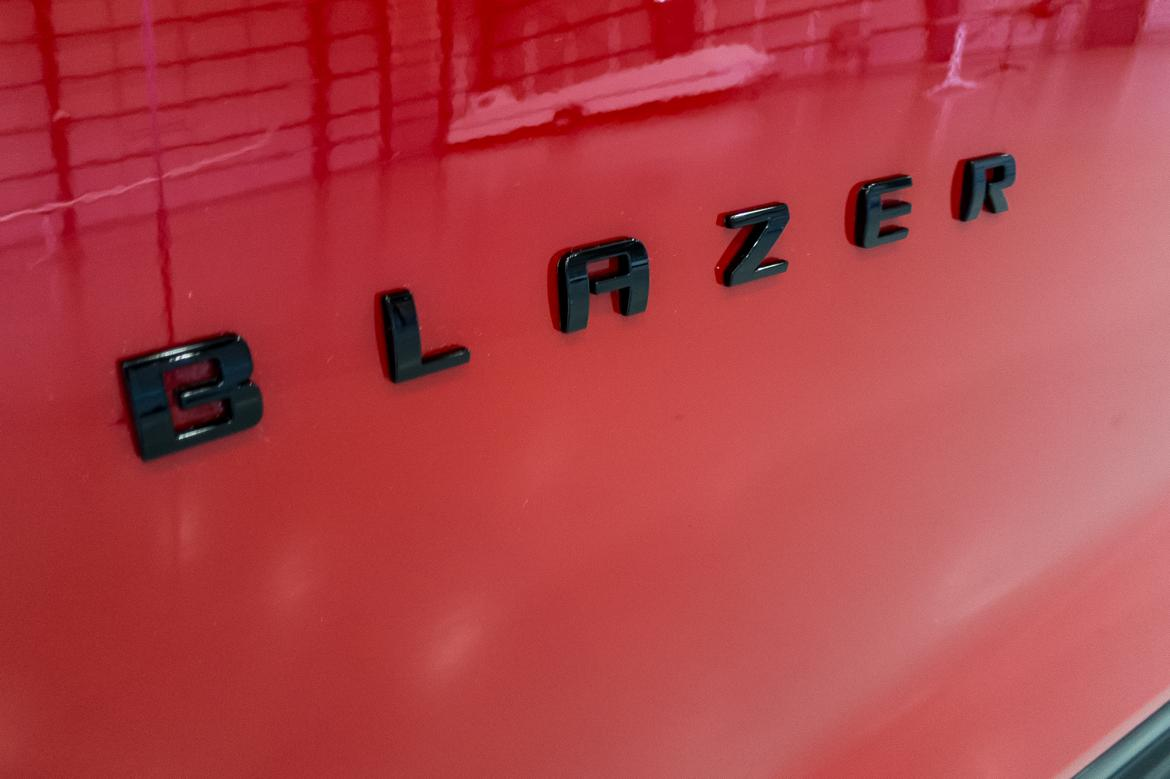 06-<a href=https://www.sharperedgeengines.com/used-chevrolet-engines>chevrolet</a>-blazer-2019-badge--exterior--red.jpg