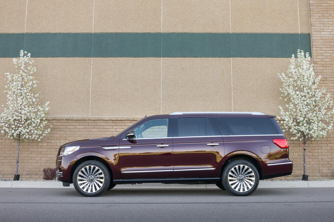 01-<a href=https://www.sharperedgeengines.com/used-lincoln-engines>lincoln</a>-navigator-2018-exterior--profile--red.jpg