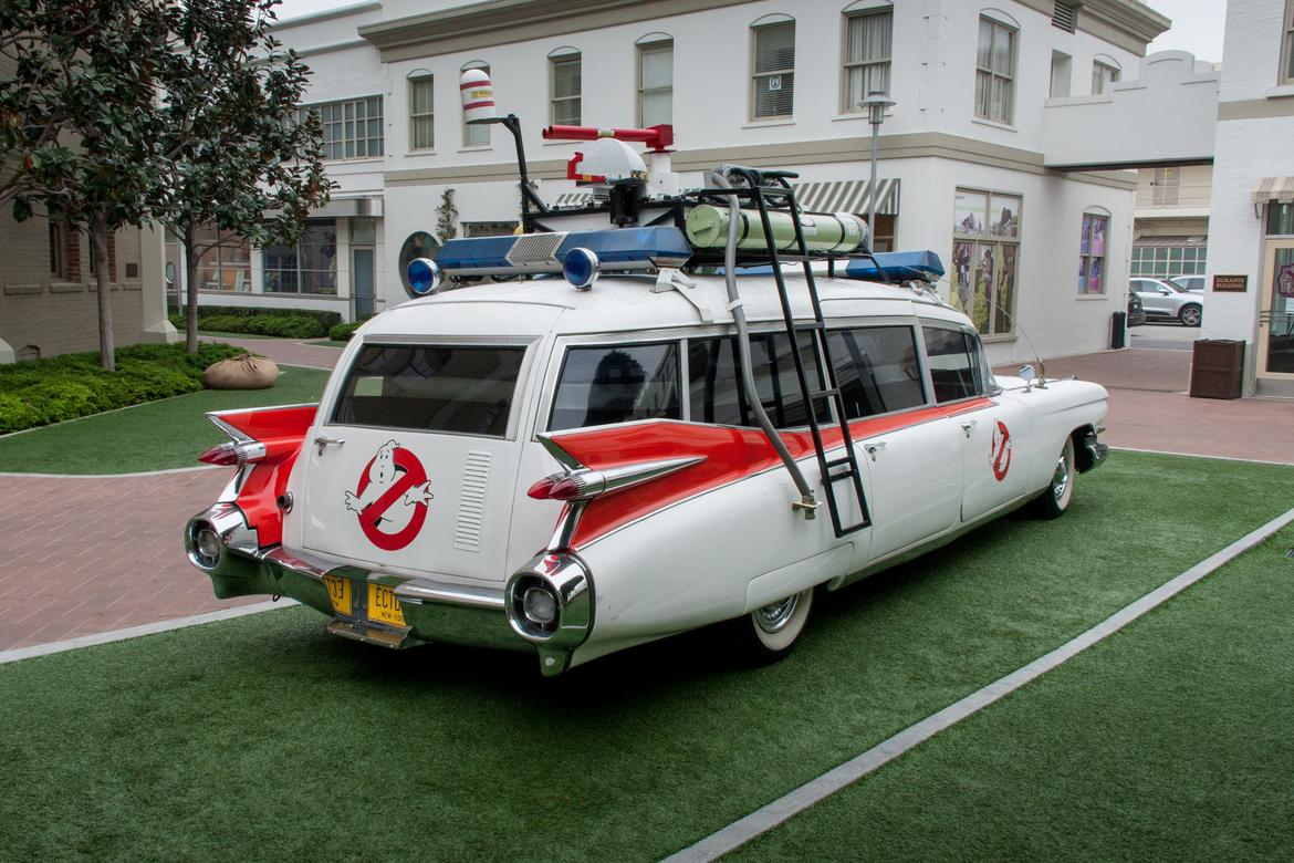 39 ghostbusters 39 ecto 1 photo gallery news. Black Bedroom Furniture Sets. Home Design Ideas