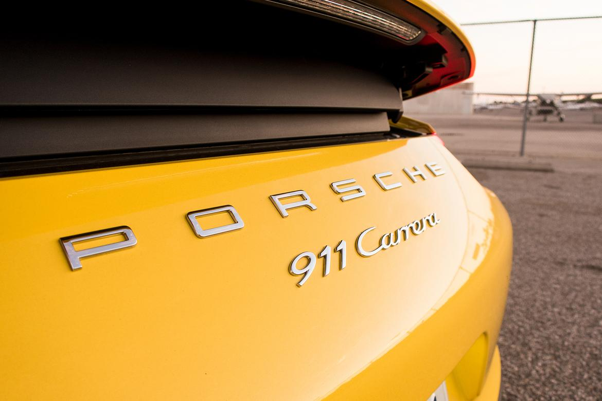 17Porsche_911_Racing_Yellow_BW_14.JPG