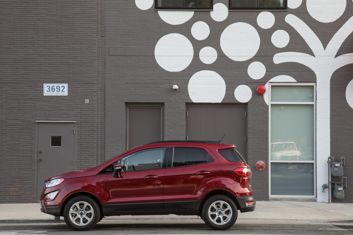 02-<a href=https://www.sharperedgeengines.com/used-ford-engines>ford</a>-ecosport-se-fwd-2018-exterior--profile--red.jpg