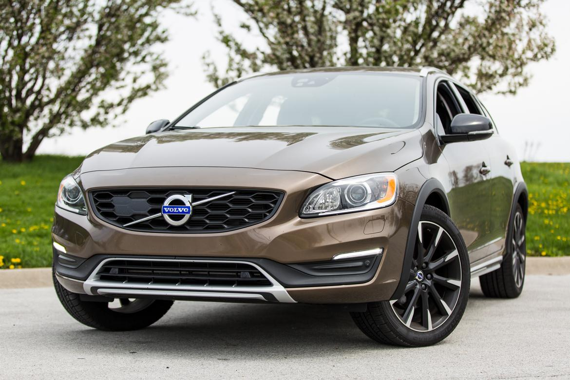 2017 volvo v60 cross country our review. Black Bedroom Furniture Sets. Home Design Ideas