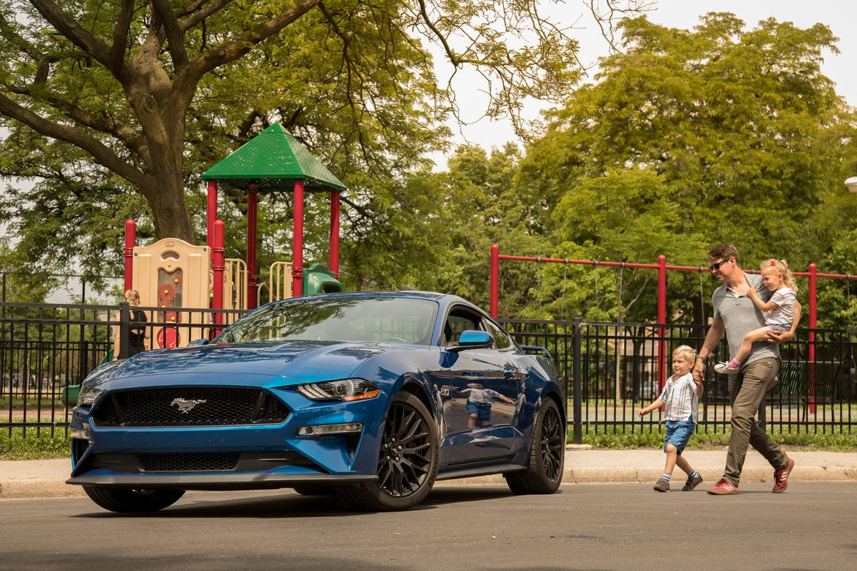 01-ford-mustang-gt-family-2018-blue--exterior.jpg