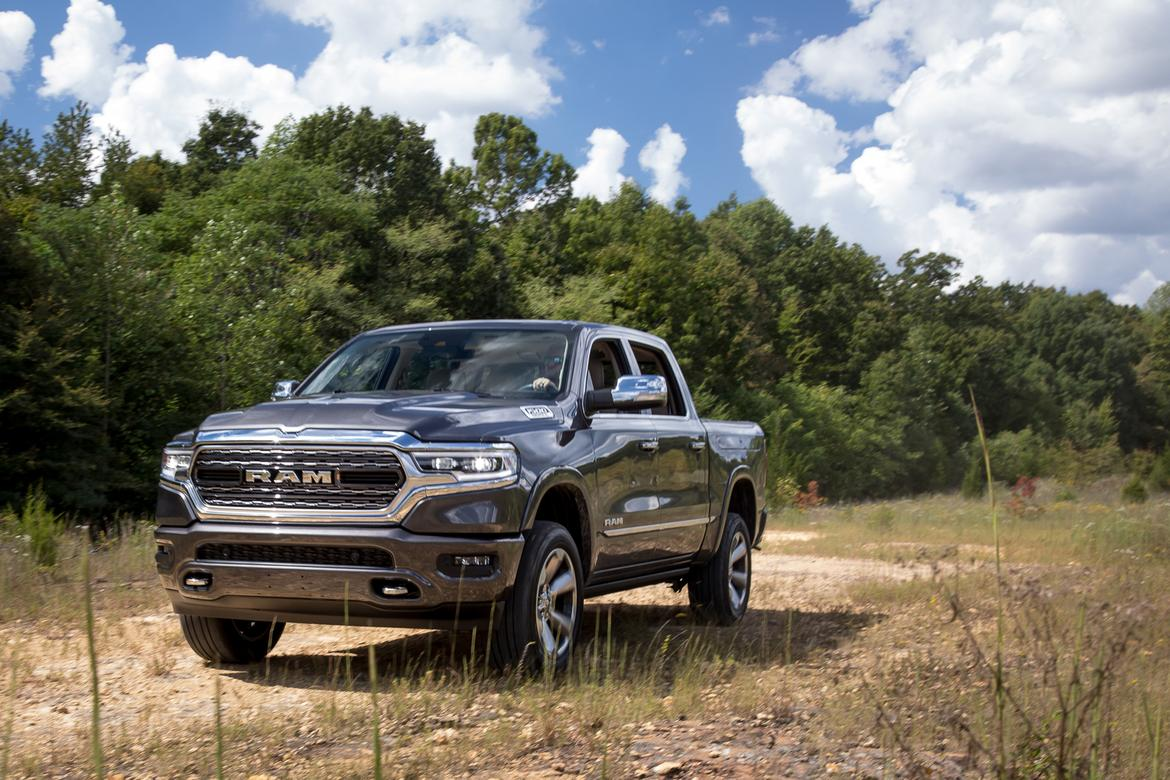 01-ram-1500-2019-angle--exterior--front--grey.jpg