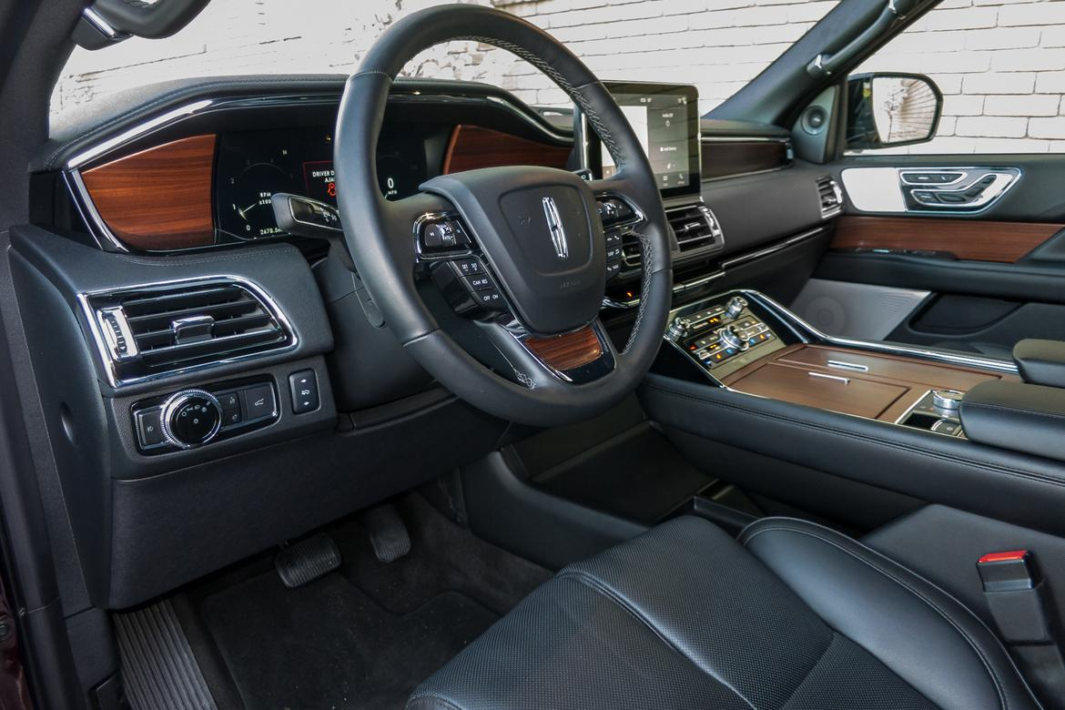 11-<a href=https://autousedengines.com/used-lincoln-engines>lincoln</a>-navigator-2018-cockpit-shot--front-row--interior.jpg