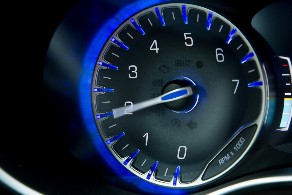 Turn the ignition and start the working car. Let it run for 1 to 2 minutes, revving the engine slightly.