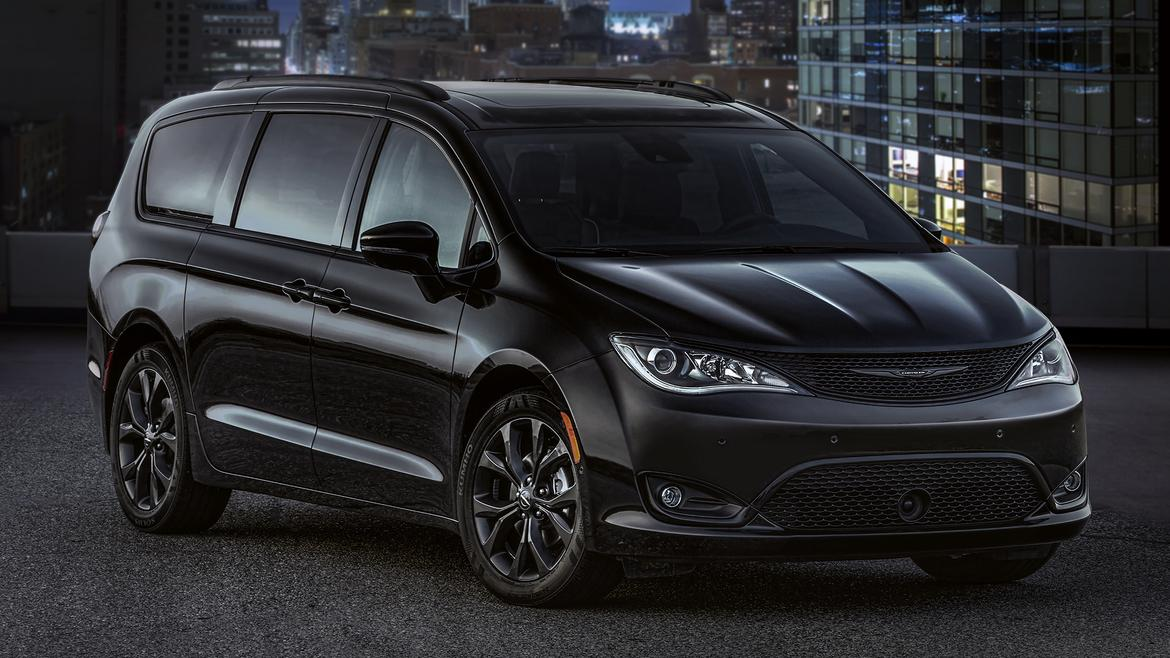 2018 chrysler new cars. perfect new 2018 chrysler pacifica goes goth with new package in chrysler new cars
