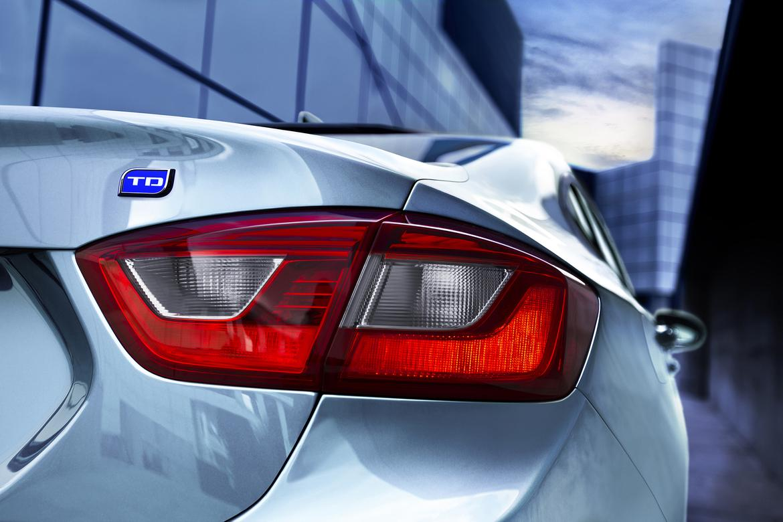 EPA Rates 2017 Chevrolet Cruze Diesel 37 MPG Combined | News | Cars.com