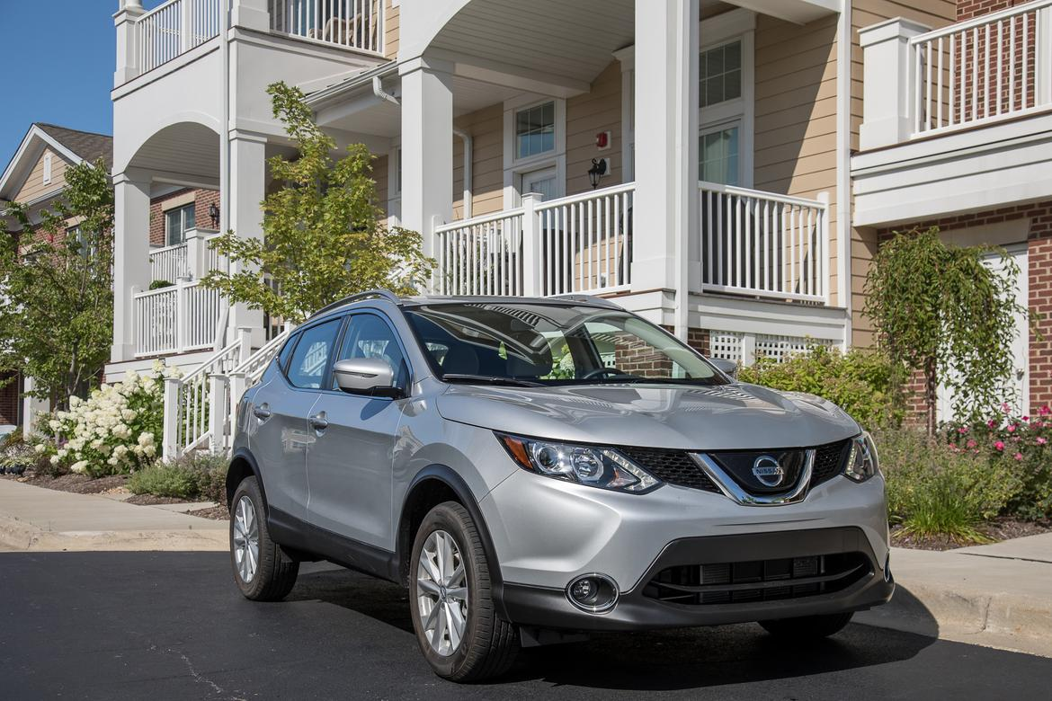 31-<a href=https://www.sharperedgeengines.com/used-nissan-engines>nissan</a>-rogue-sport-sv-fwd-2018.5-angle--exterior--front--silv