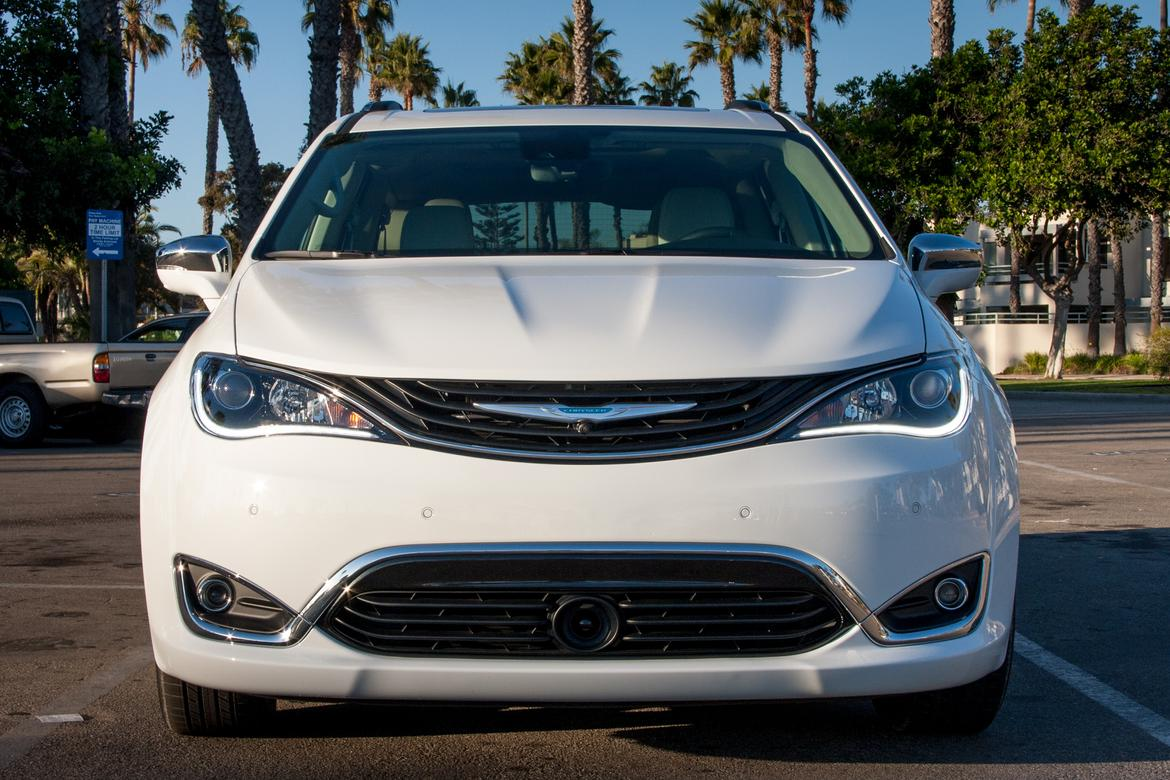 Chrysler minivan gets 84 mpg equivalent in electric mode