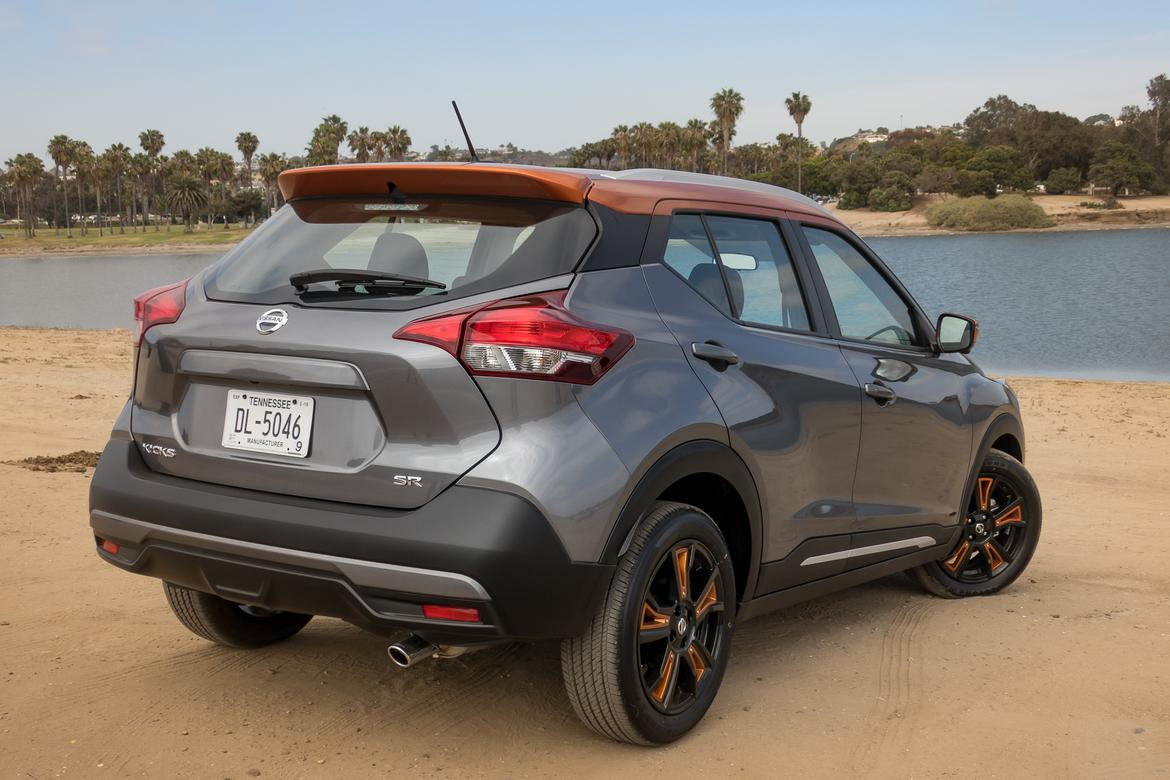 04-nissan-kicks-sr-2018-exterior--grey--orange--rear-angle.jpg