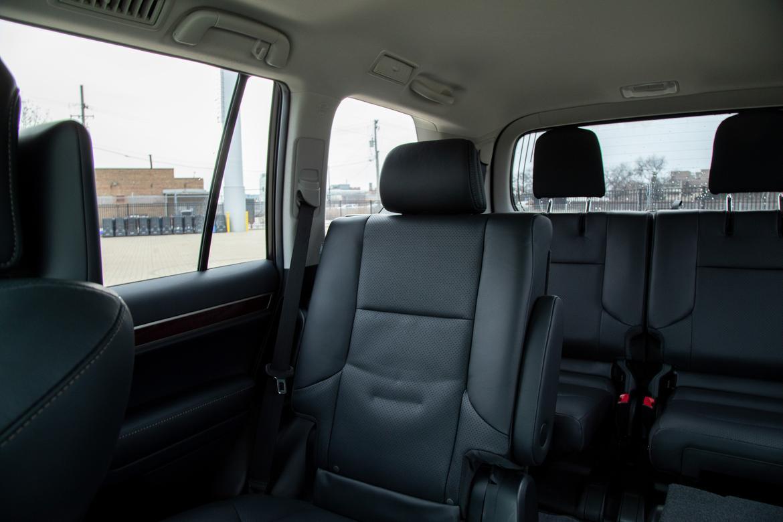 34-lexus-gx-460-2019-cabin--interior--second-row--third-row-acce