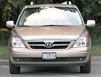2007 hyundai entourage our review. Black Bedroom Furniture Sets. Home Design Ideas
