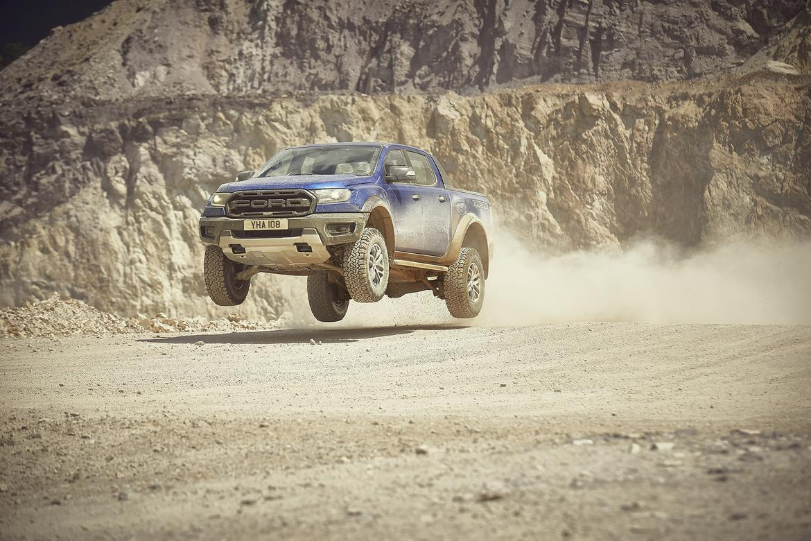 2018_FORD_RANGER_RAPTOR_WILDTRAK_Shot9_34FrontDynamic_Jump_01.jp